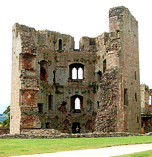 Ruiny zamku Raglan, wktórymbyć może została aresztowana Kate Plantagenet. ©Wikimedia Commons, Andy F.