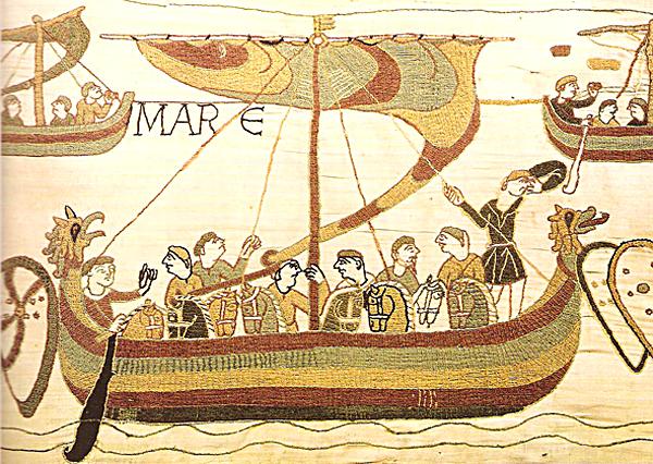 Lądowanie Normanów przedstawione natkaninie zBayeux. ©Wikimedia Commons.