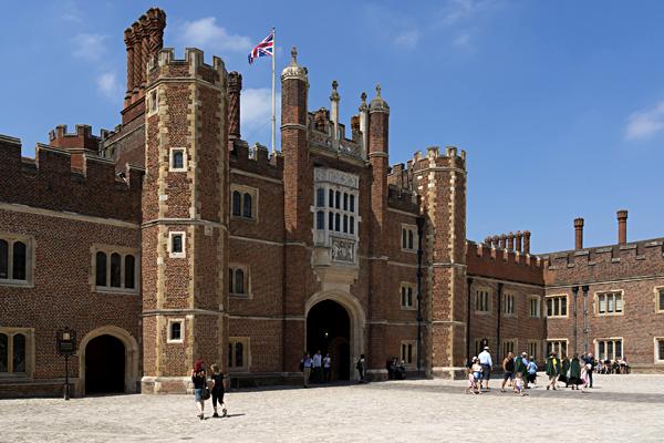 Hampton Court – okazały pałac Henryka VIII nadTamizą. ©Shutterstock.com, Kiev.Victor.