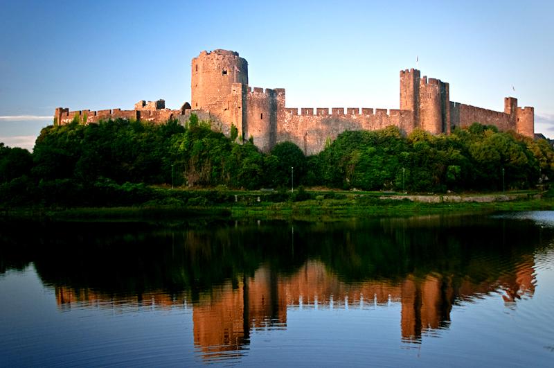 Pembroke Castle, wktórym urodził się przyszły Henryk VII. ©&nbspWikimedia Commons, JKMMX.