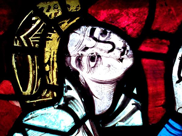 Fragment witraża zprzedstawieniem Eleonory Akwitańskiej. ©Wikimedia Commons.