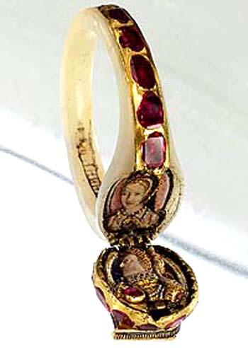 Pierścien królowej Elżbiety zwizerunkiem jej matki, Anny Boleyn. ©Wikimedia Commons.